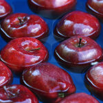 """""""Barrel of Apples"""" iPhone Wallpaper 320×480"""